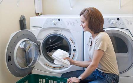 Máy giặt bị chảy nước ra ngoài và 8 cách khắc phục hiệu quả