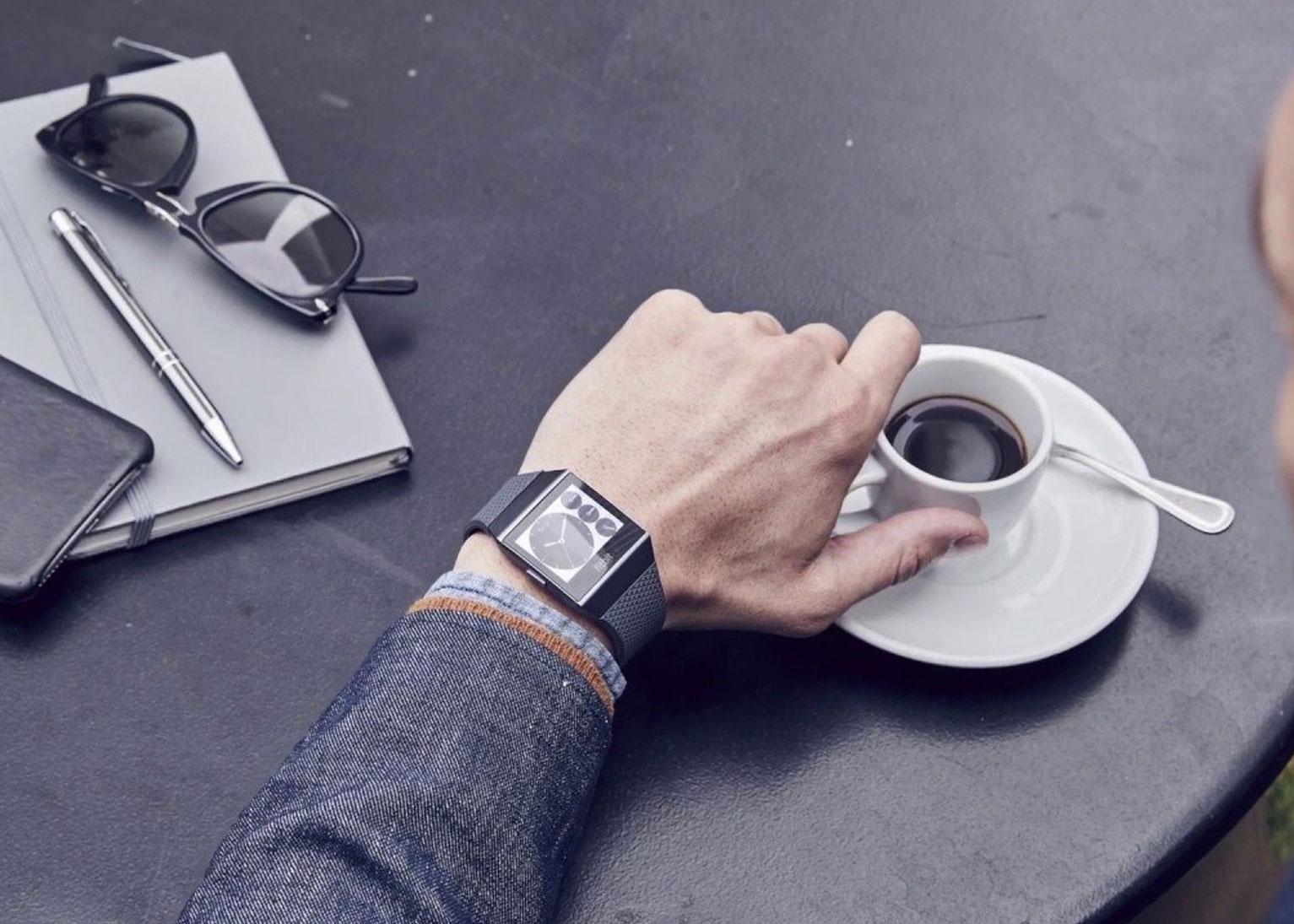smartwatch-dang-mua-pin-trau-khang-nuoc