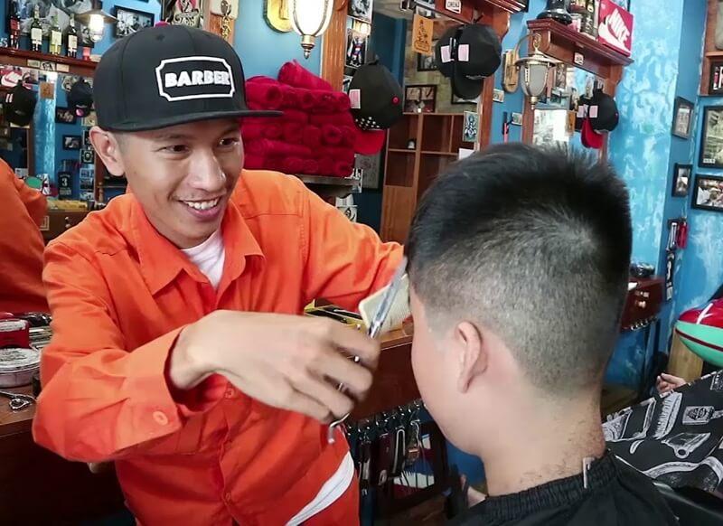 Đông Tây Barbershop