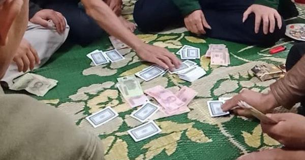 TP.HCM: Bắt giữ nguyên Phó trưởng Công an phường 6 vì đánh bạc | Pháp luật  | Vietnam+ (VietnamPlus)